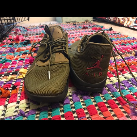 online store b5f82 398ad army green jordan sneakers size 9